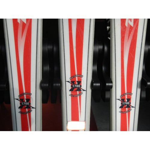 Rangement mural pour 11 paires de ski et snowboard